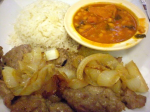 Bistec with onions, rice and beans